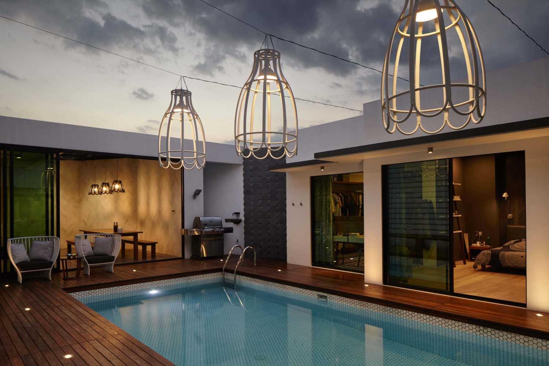 Kolam renang sebagai pusat sirkulasi udara dan pencahayaan (Sumber: arsitag.com)