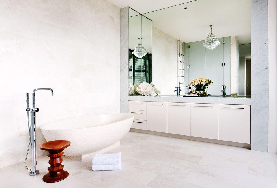 Luxury bathroom Karya David Hicks (Sumber: Homes To Love)