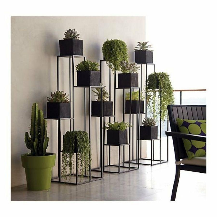 Plant stands untuk menempatkan tanaman dalam rumah (Sumber: pinterest.com)