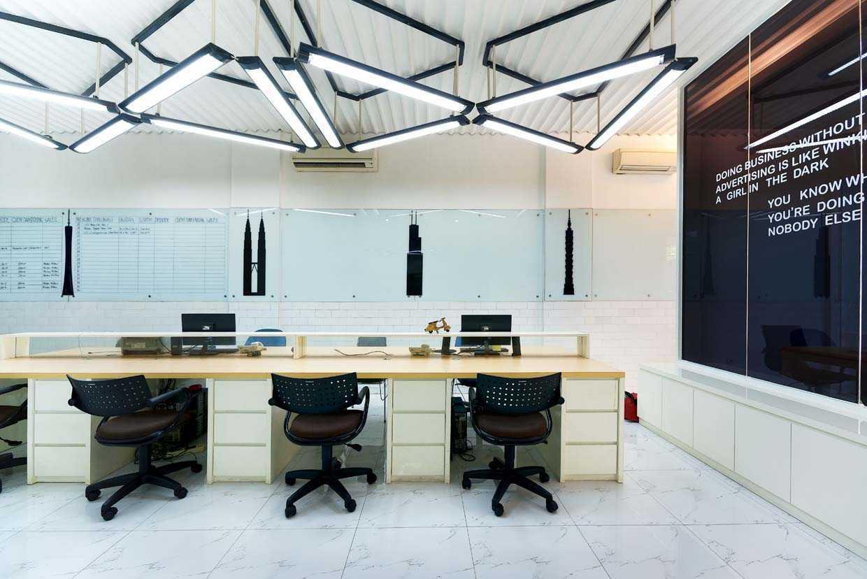 Co-working space bergaya industrial modern dengan fleksibilitas ruang dan furniture, karya Teddy Koo (Sumber: arsitag.com)