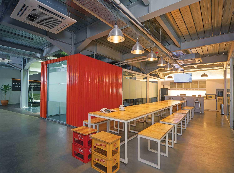 Dinamisasi dan efektifitas ruang untuk kerja sama yang kompak dan kinerja yang produktif di Maverick Office, karya Jerry M. Febrino (Sumber: arsitag.com)