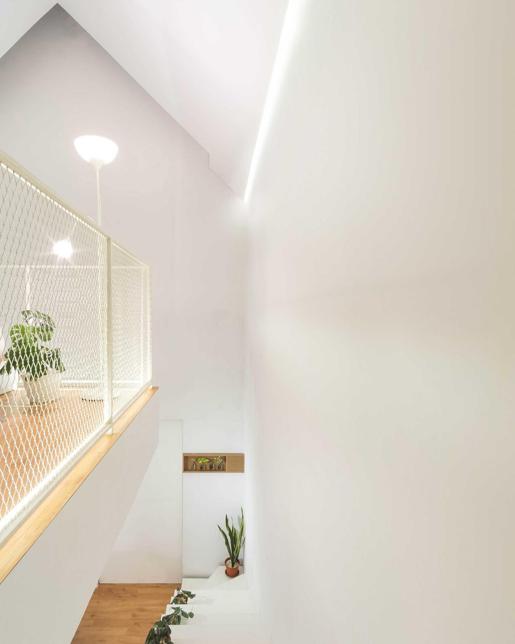 10. Tata Pencahayaan dan Sirkulasi Udara Alami yang Baik