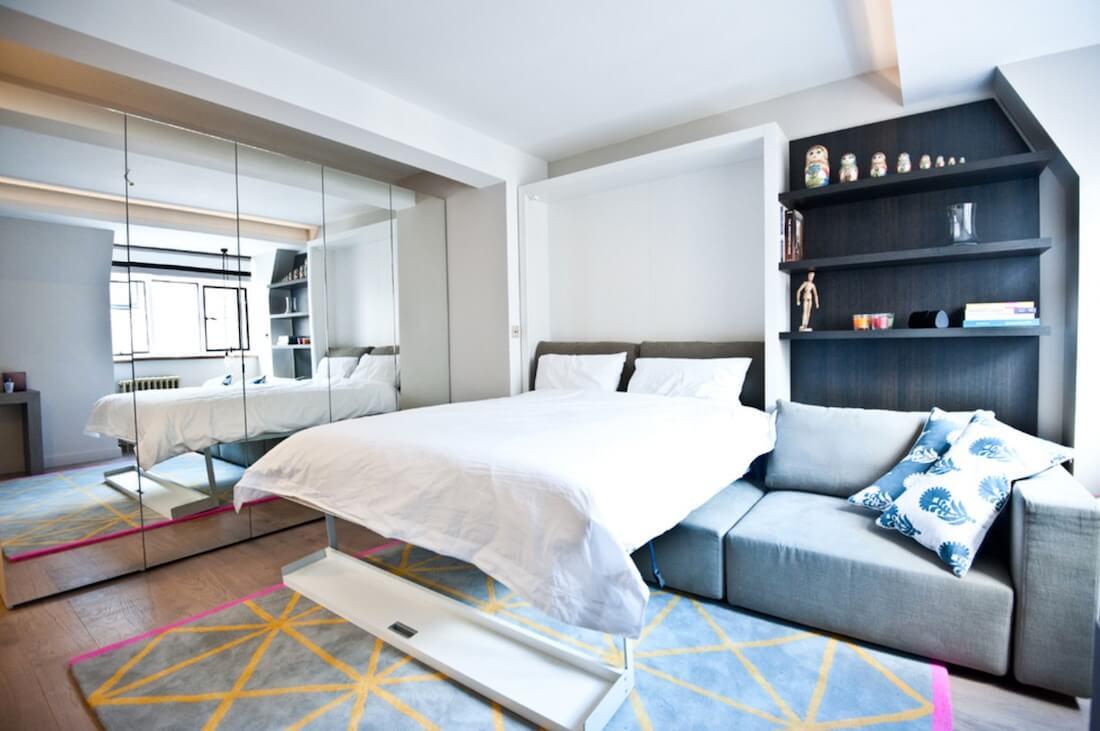 Tempat tidur lipat dalam ruang multifungsi (Sumber: blackandmilk.co.uk)