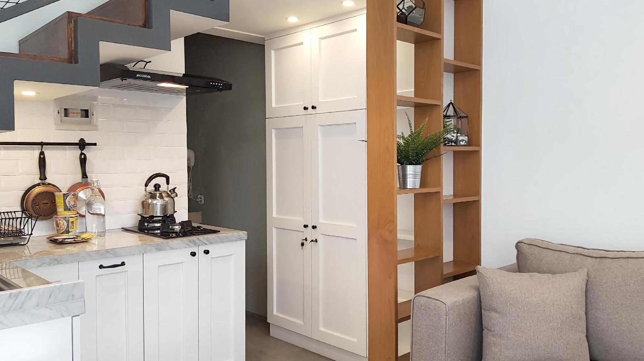Penginapan minimalis dengan fasilitas dapur mungil (Sumber: agoda.com)