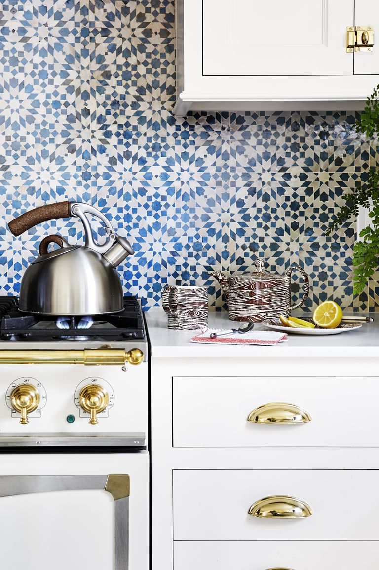 Dapur Putih dengan Sentuhan Biru