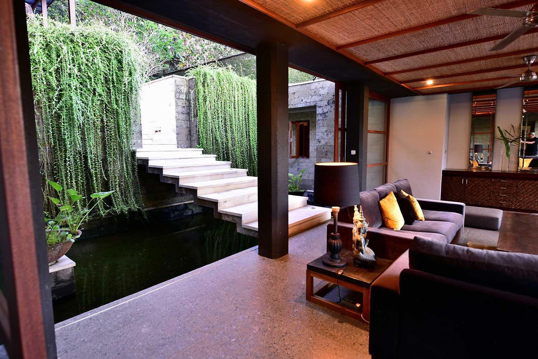 Area masuk dengan konsep arsitektur Bali yang mengagumkan (Sumber: arsitag.com)