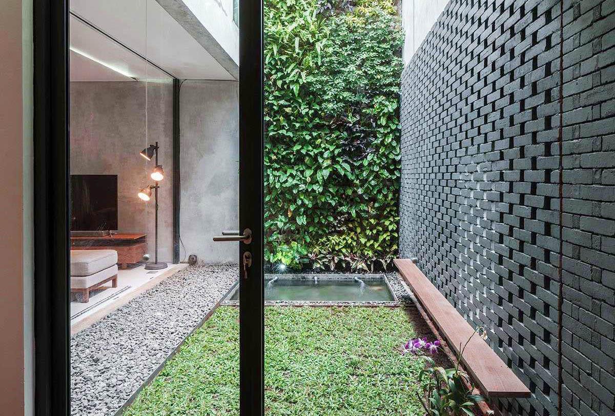 Inspirasi Taman Vertikal Sederhana untuk Rumah di Lahan Sempit | Foto artikel Arsitag