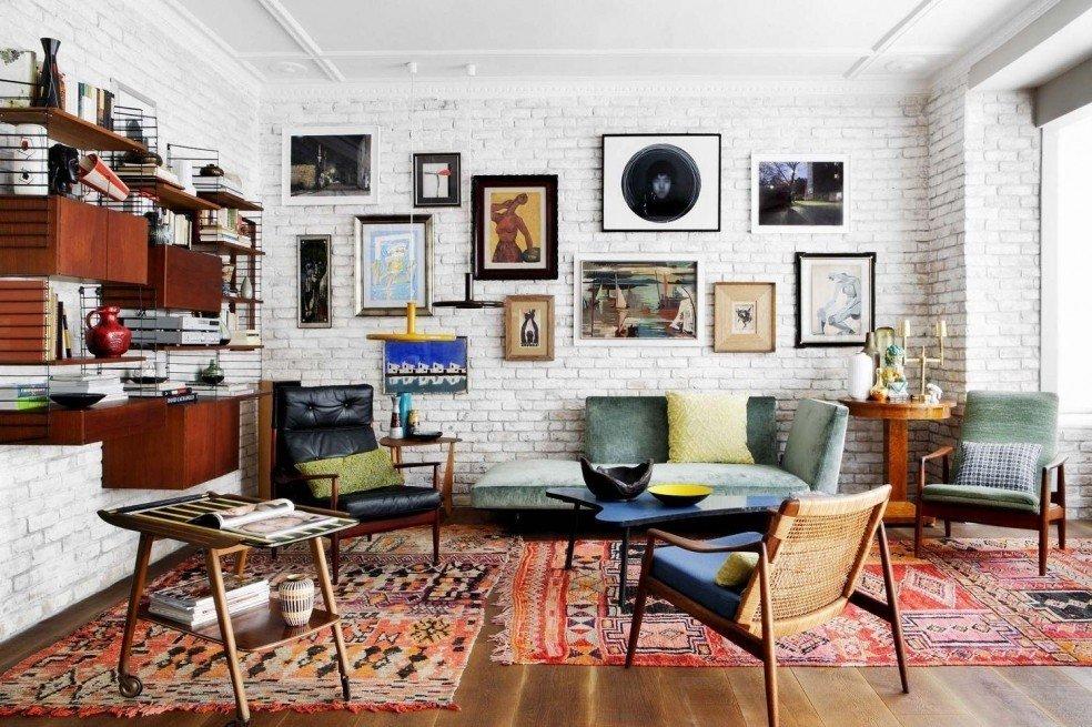 Galeri lukisan pada dinding batu bata (Sumber: visualhunt.com)
