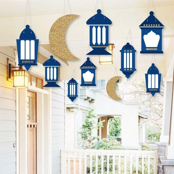 Gantungan Bertema Ramadhan di Luar Rumah