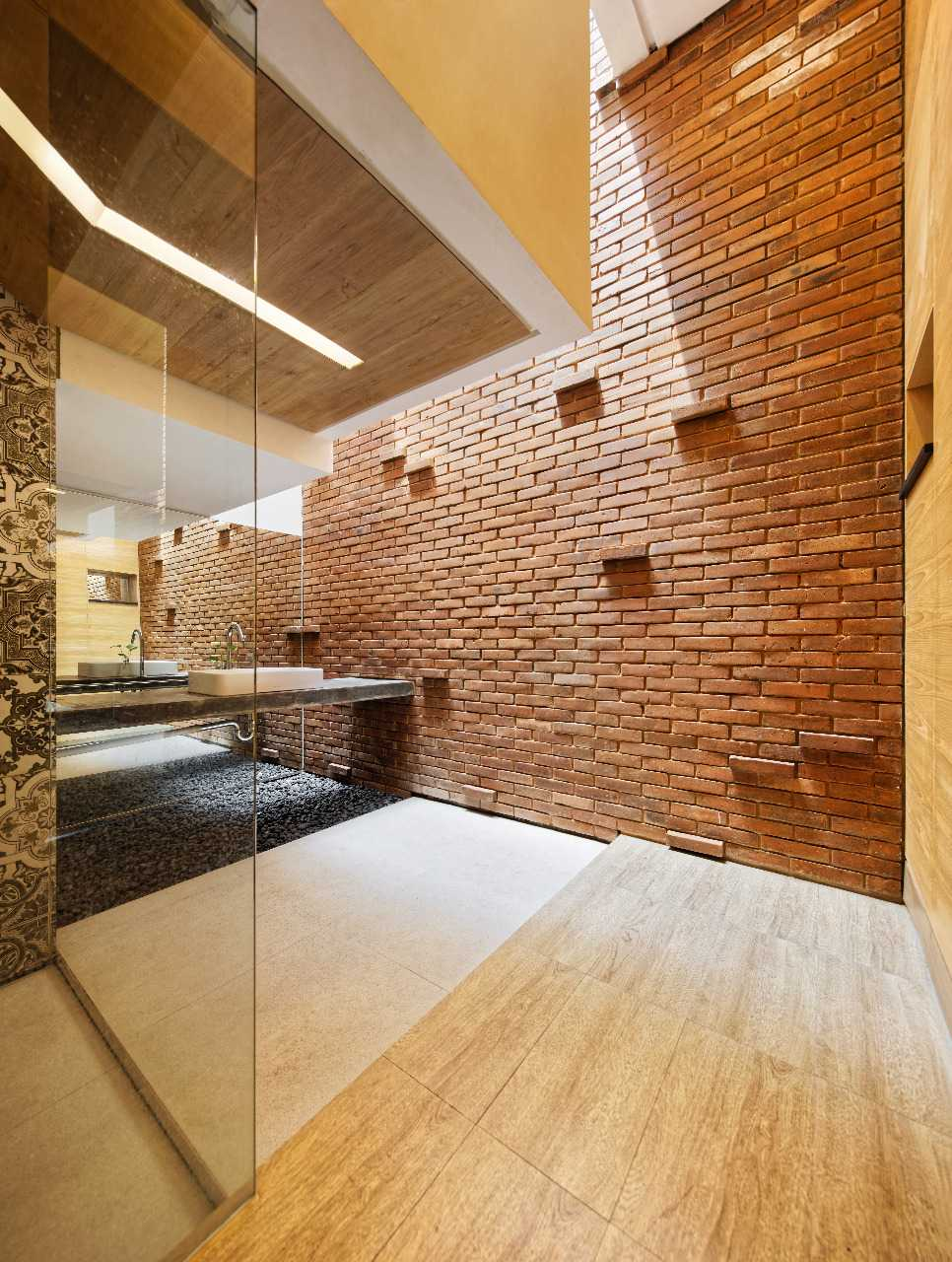 9.Kamar Mandi Rumah Minimalis Batu Bata