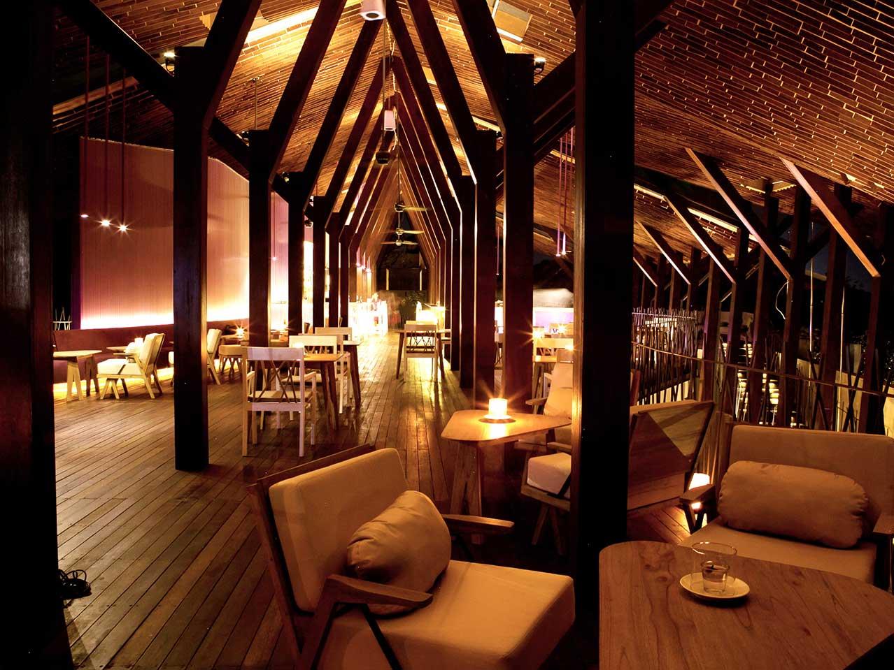 TAPA Bistro di malam hari (Sumber: thebale.com