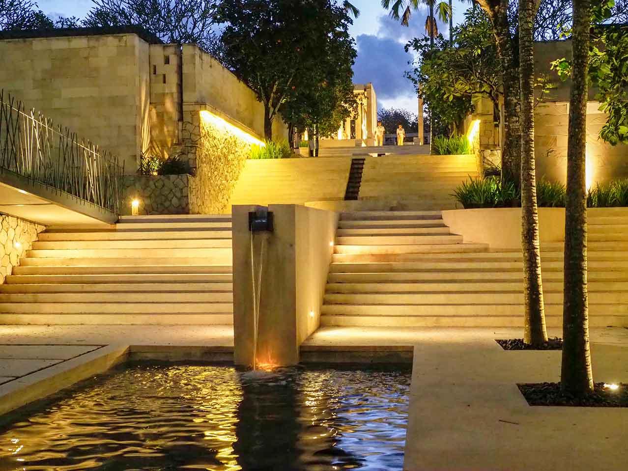 """The Balé Nusa Dua, hotel dengan konsep """"Surga Tropis di Pulau Dewata"""". Hotel seluas 18.000 m2ini memiliki 29 paviliun yang dirancang apik, masing-masing dilengkapi taman pribadi dan kolam renang yang unik. Hotel ini memang dirancang khusus untuk tamu dewasa, ideal untuk melaksanakan upacara dan resepsi pernikahan, serta berbulan madu. Sejak tampilan eksteriornya, hotel ini telah menunjukkan jati dirinya sebagai resortmewah dengan suasana romantis, tempat peristirahatan yang tenang untuk mengakrabkan diri dengan orang terkasih."""