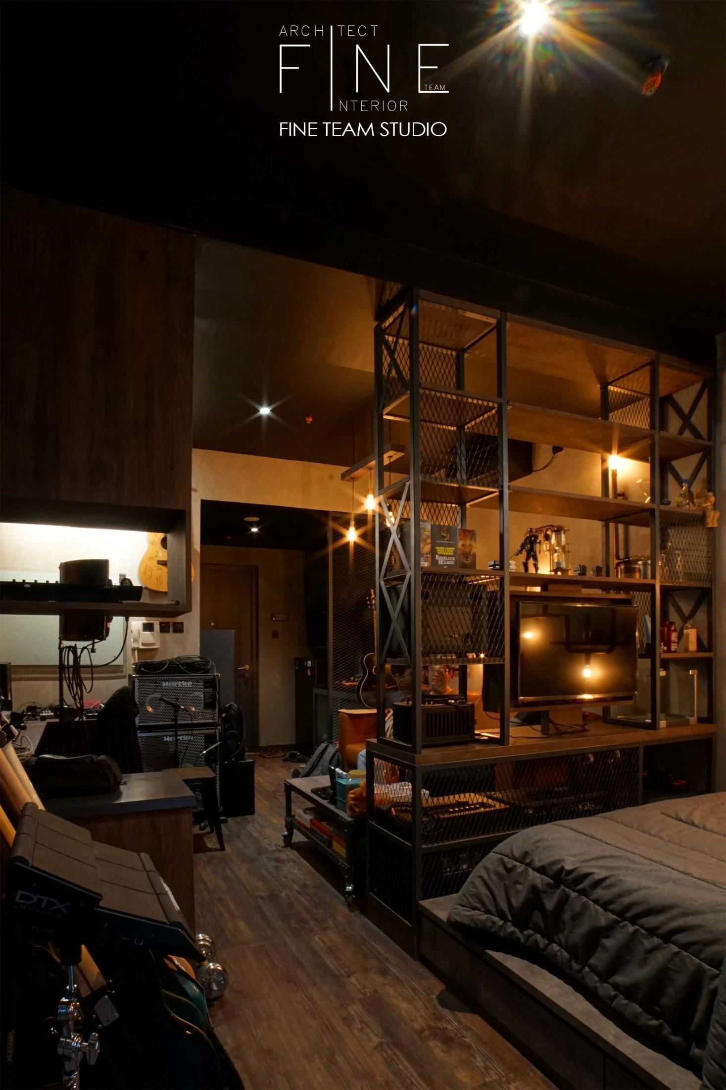 Konsep ruang terbuka atau open-plan sangat cocok diterapkan pada apartemen untuk menciptakan ruang luas yang lebih fleksibel. Kecerdikan mengelola pembagian ruang tanpa partisi masif, menunjukkan identitas pemiliknya dalam menciptakan hunian yang fungsional dan nyaman.