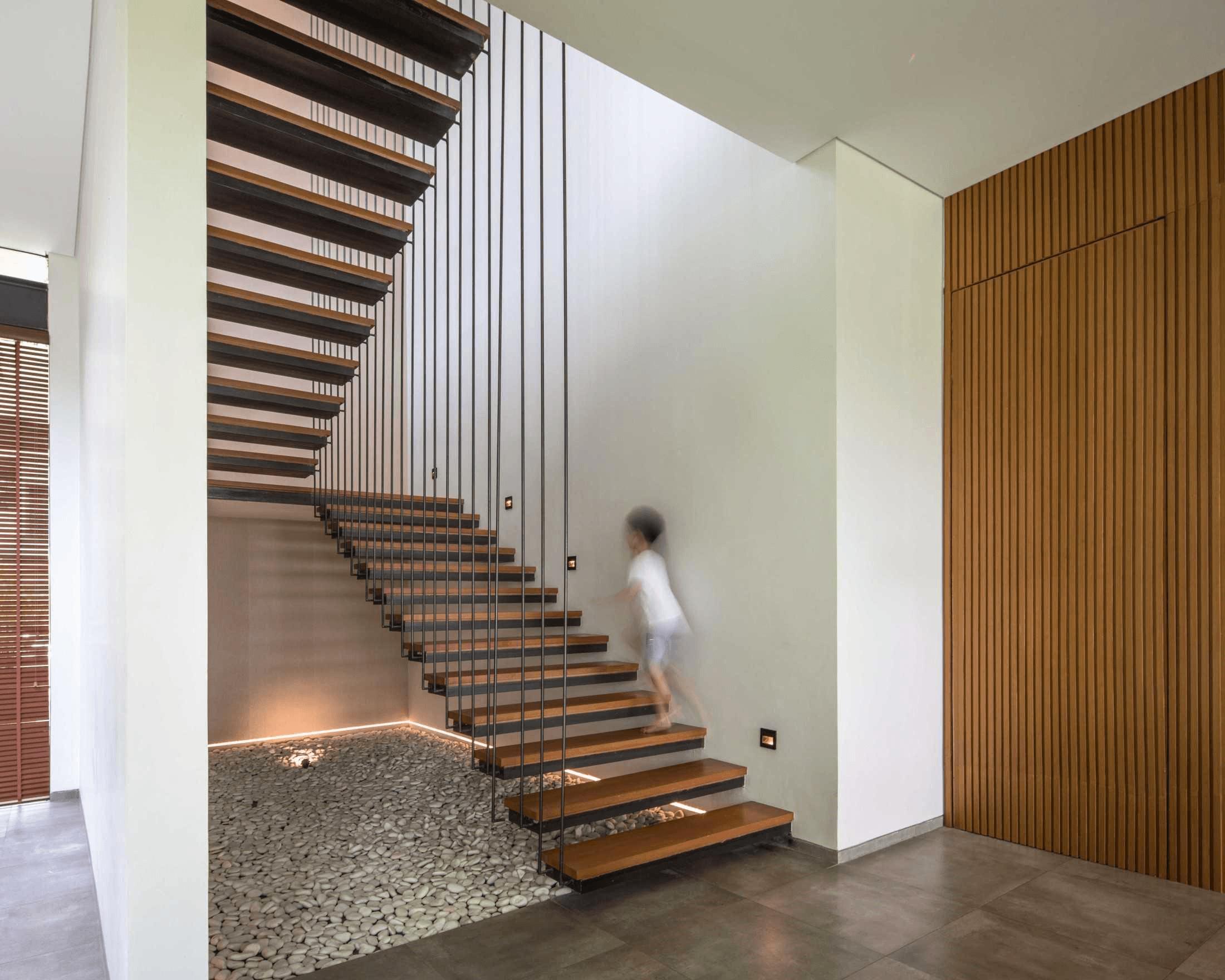 Tangga sebagai elemen fungsional dekoratif interior (Sumber: arsitag.com)