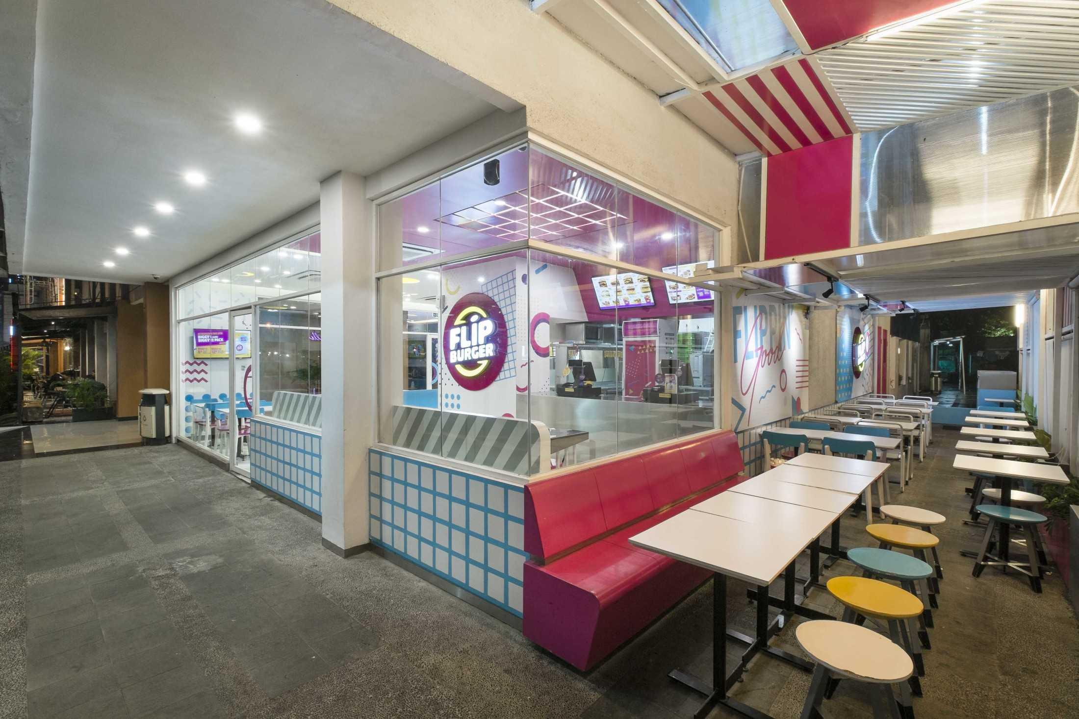 Flip Burger karya Arcon - Interior & Furniture Contractor (Sumber: arsitag.com)