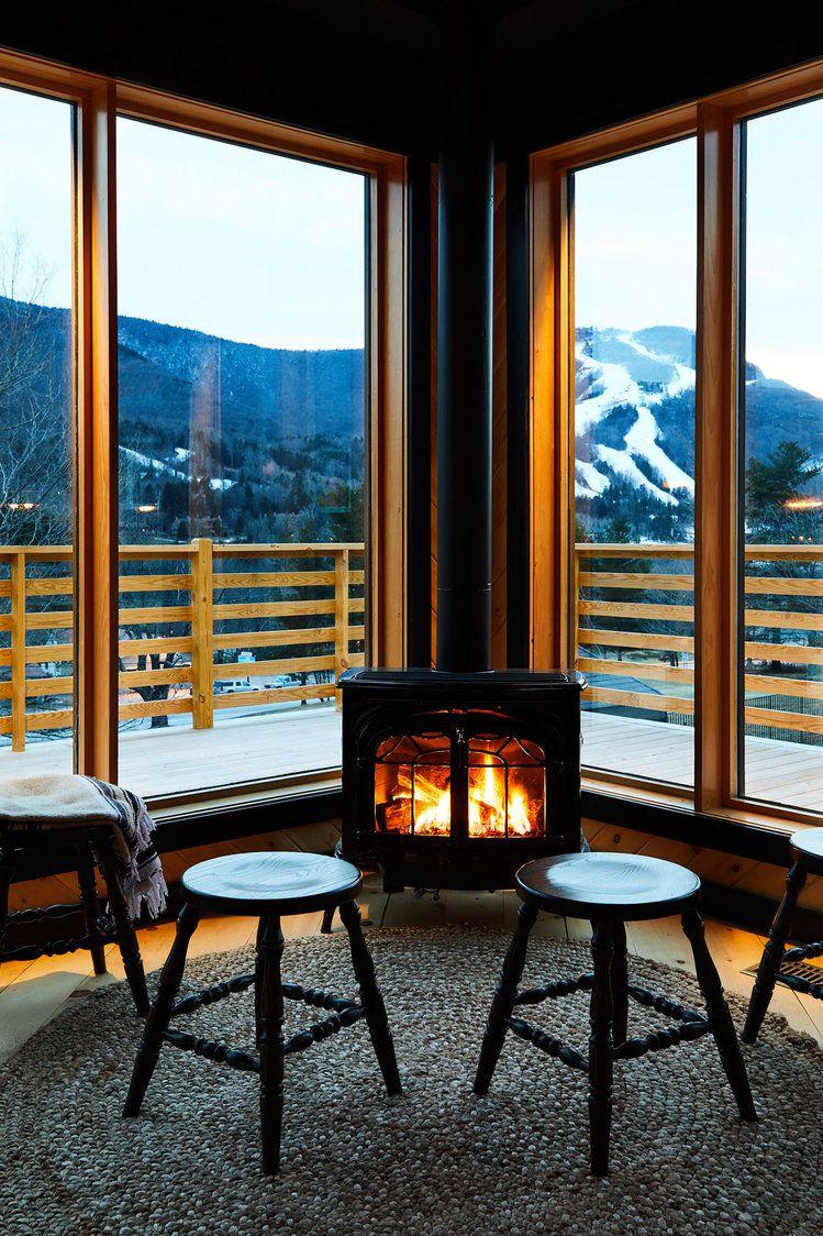Jendela besar sebagai look out point (Sumber: housebeautiful.com)