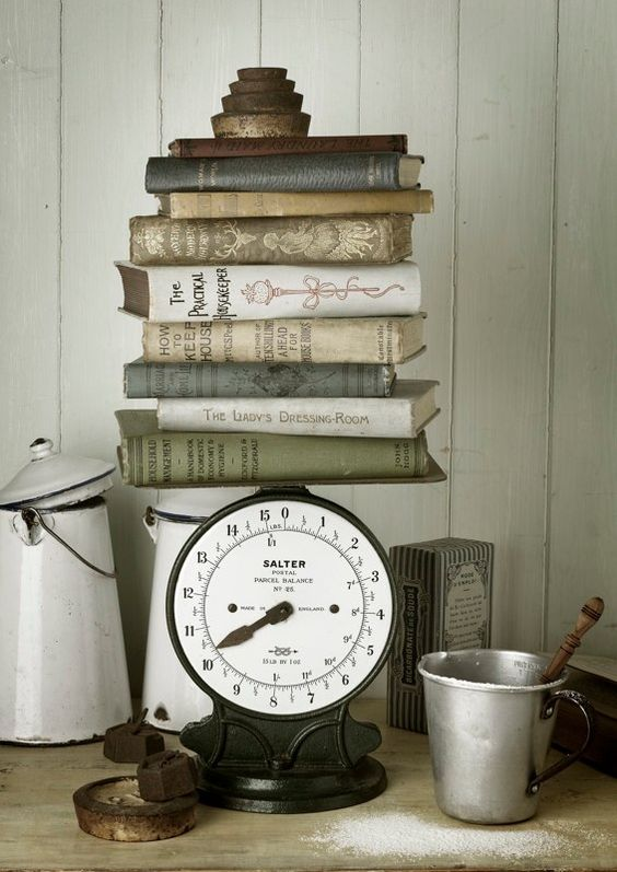 Dekorasi rumah dengan buku yang mengusung gaya vintage (Sumber: my3monsters.com)