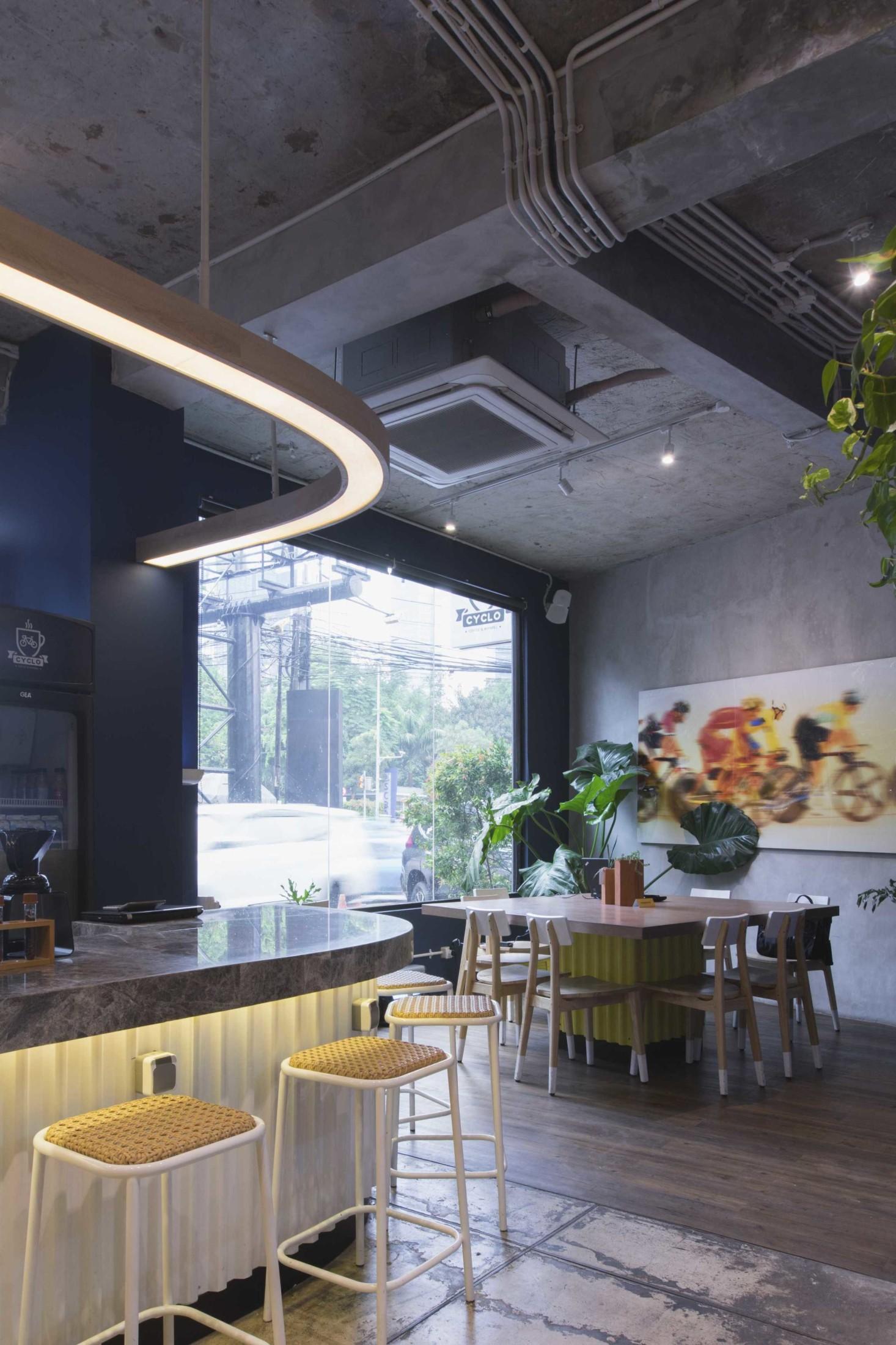 Tanaman hijau sebagai dekorasi yang menghidupkan suasana dan penyegar ruangan (Sumber: arsitag.com)