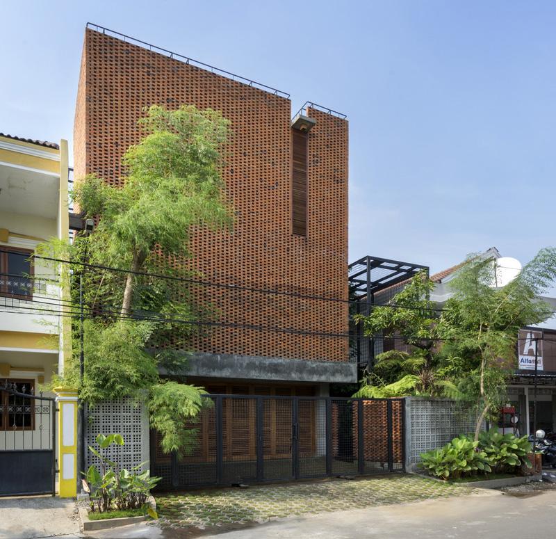 Omah Boto: Bukti Kepiawaian Andyrahman Architect Memainkan Batu Bata | Foto artikel Arsitag