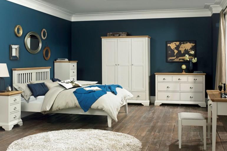 Pilih perabotan dengan kaki-kaki yang terbuka (Sumber: bedsonlegs.co.uk)