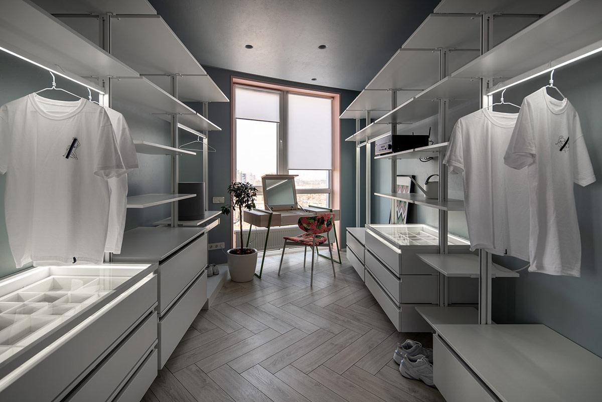 Dressing room dengan pencahayaan alami (Sumber: home-designing.com)