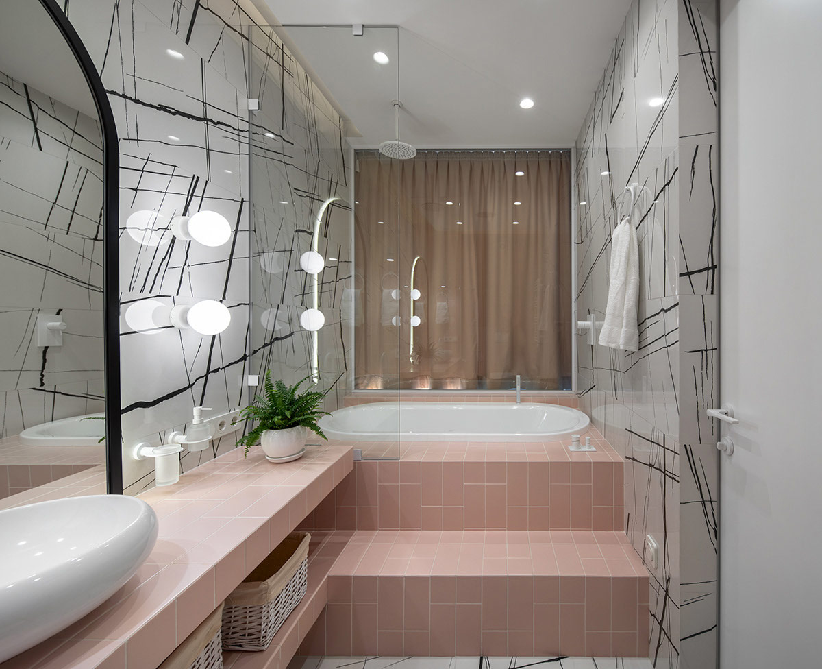 Kamar mandi bernuansa pink (Sumber: home-designing.com)
