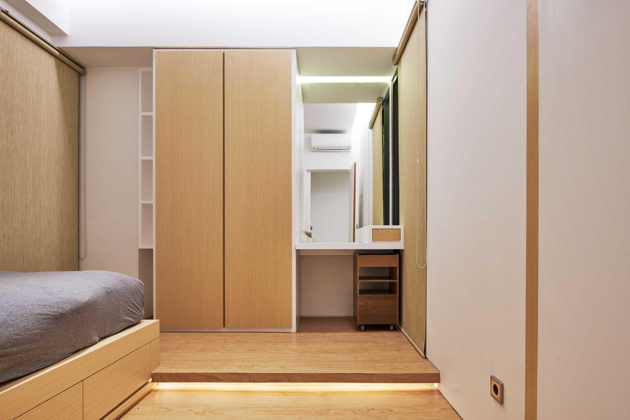 Furnitur multifungsi minim ukiran, proyek Marigold Apartment karya Design Donk (Sumber: arsitag.com)