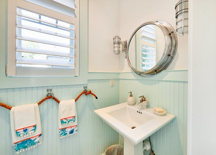 Nautical powder room (Sumber: decorpad.com)