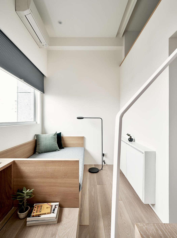 Sofa di lantai dasar apartemen (Sumber: freshome.com)