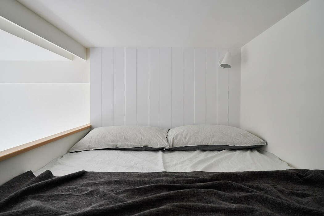 Tempat tidur utama di lantai atas (Sumber: freshome.com)