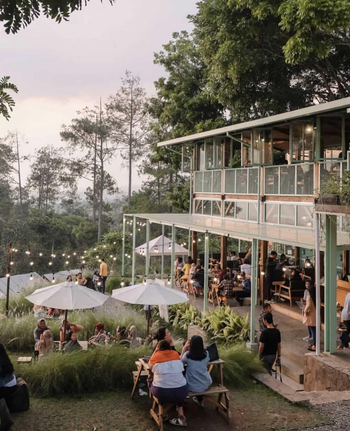 Kafe yang menyatu dengan alam, Utara Café karya Wandi Uwa Krisdian (Sumber: arsitag.com)
