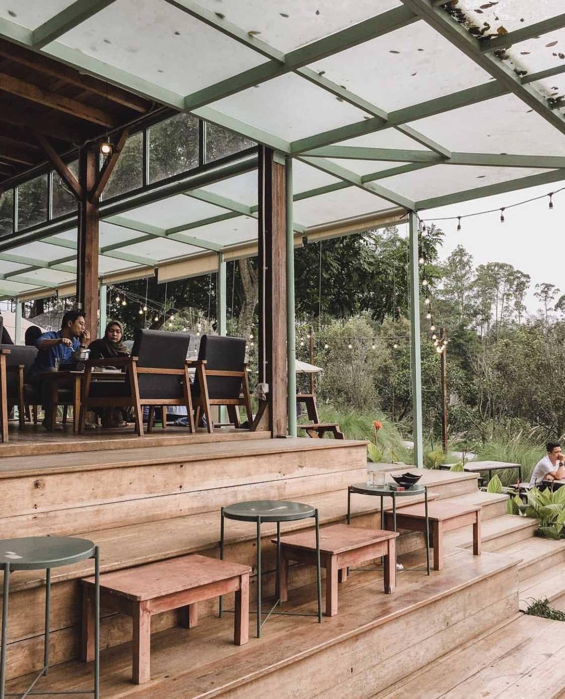 Penggunaan maksimal material kayu di Utara Café karya Wandi Uwa Krisdian (Sumber: arsitag.com)