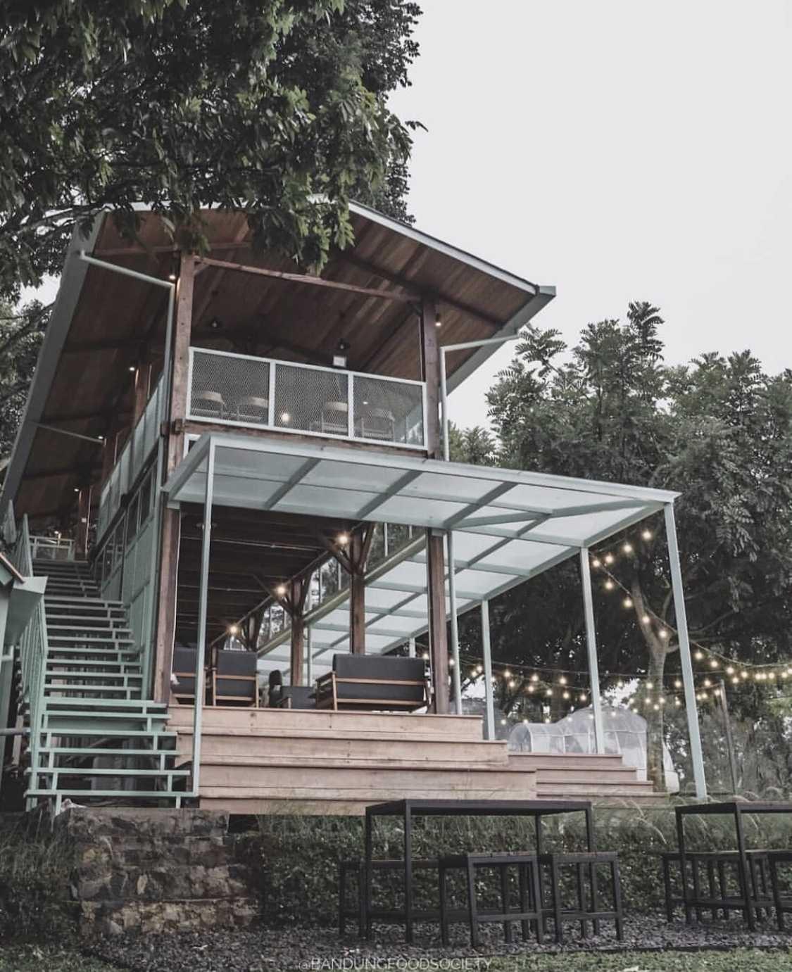 Kafe di tengah hutan, Utara Café Karya Wandi Uwa Krisdian (Sumber: arsitag.com)