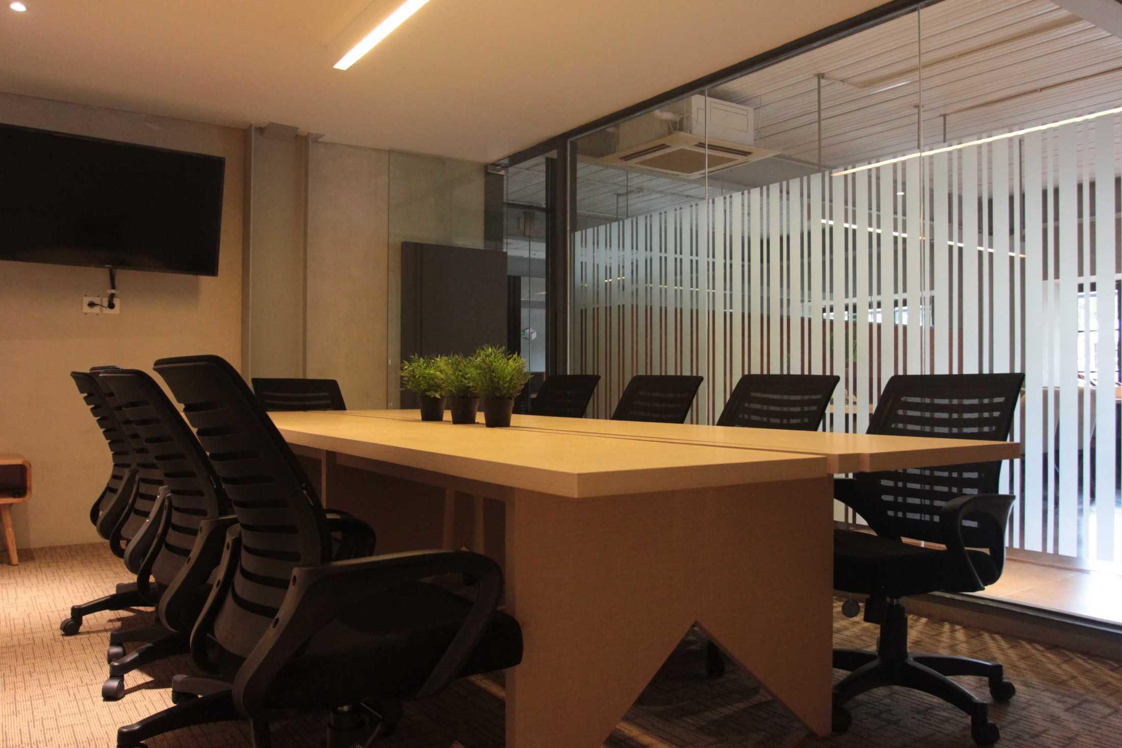 Hiveworks Co-Work & Café Karya Arcon – Interior & Furniture Contractor (Sumber: arsitag.com)