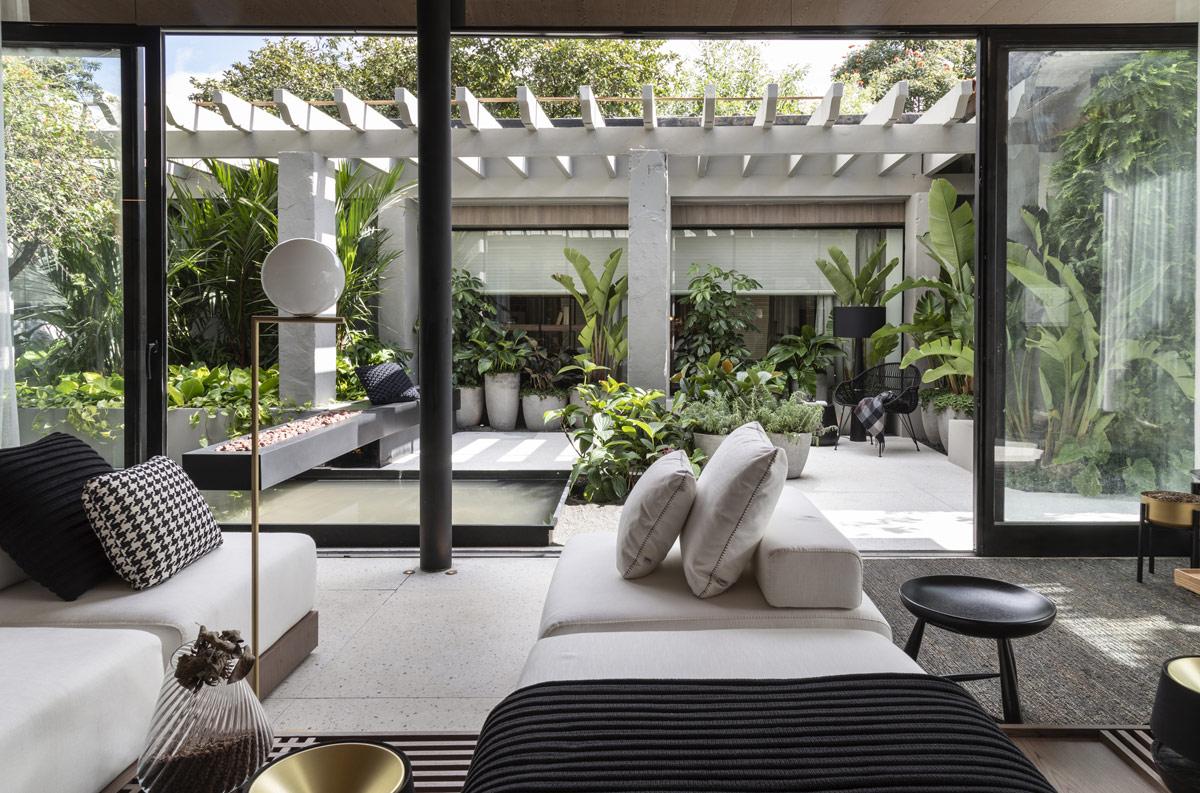 Ruang hijau yang bisa digunakan untuk bersantai (Sumber: home-designing.com)