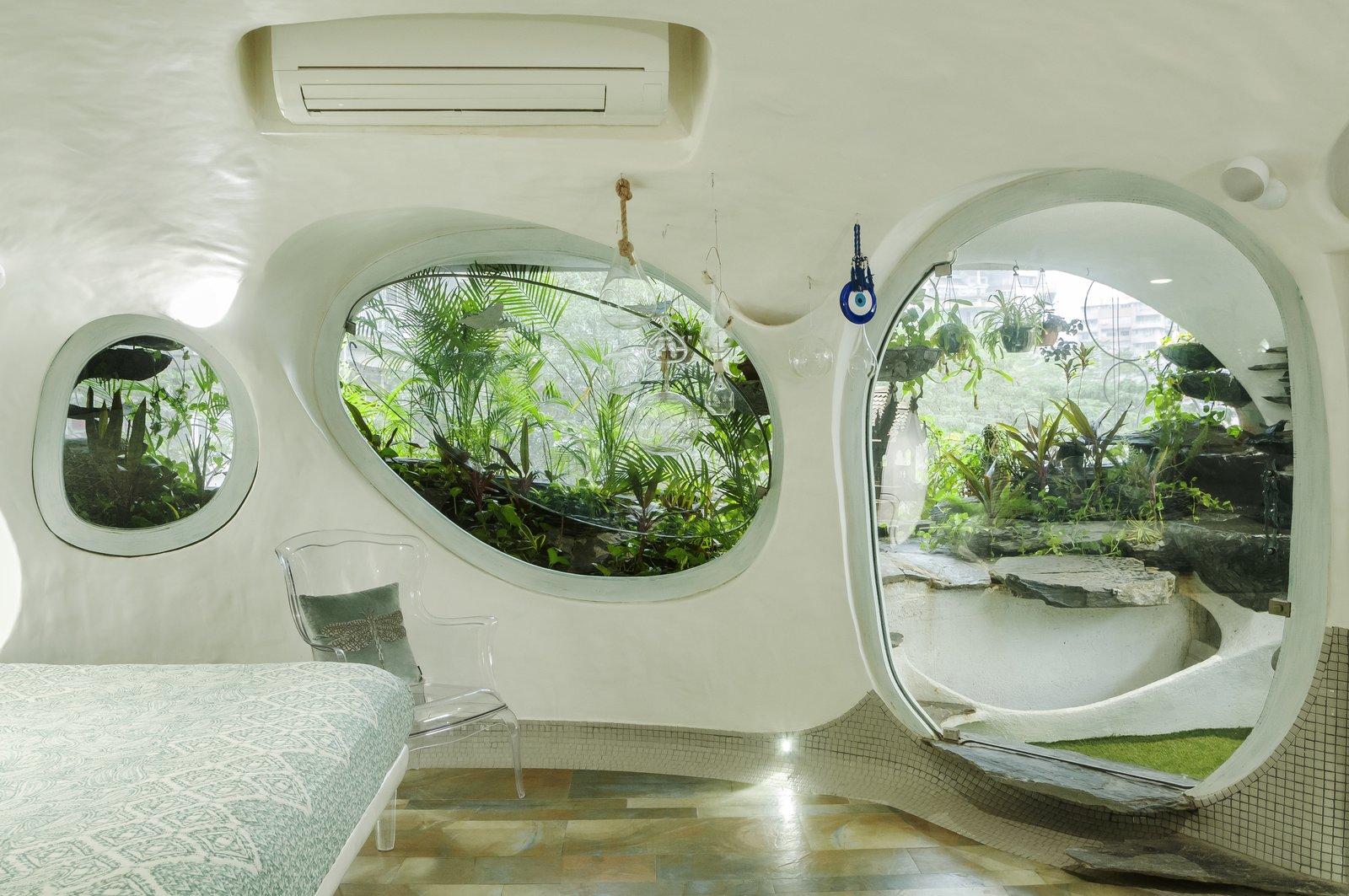 Apartemen ini tampil sebagai ketidakteraturan yang memukau (Sumber: dwell.com)