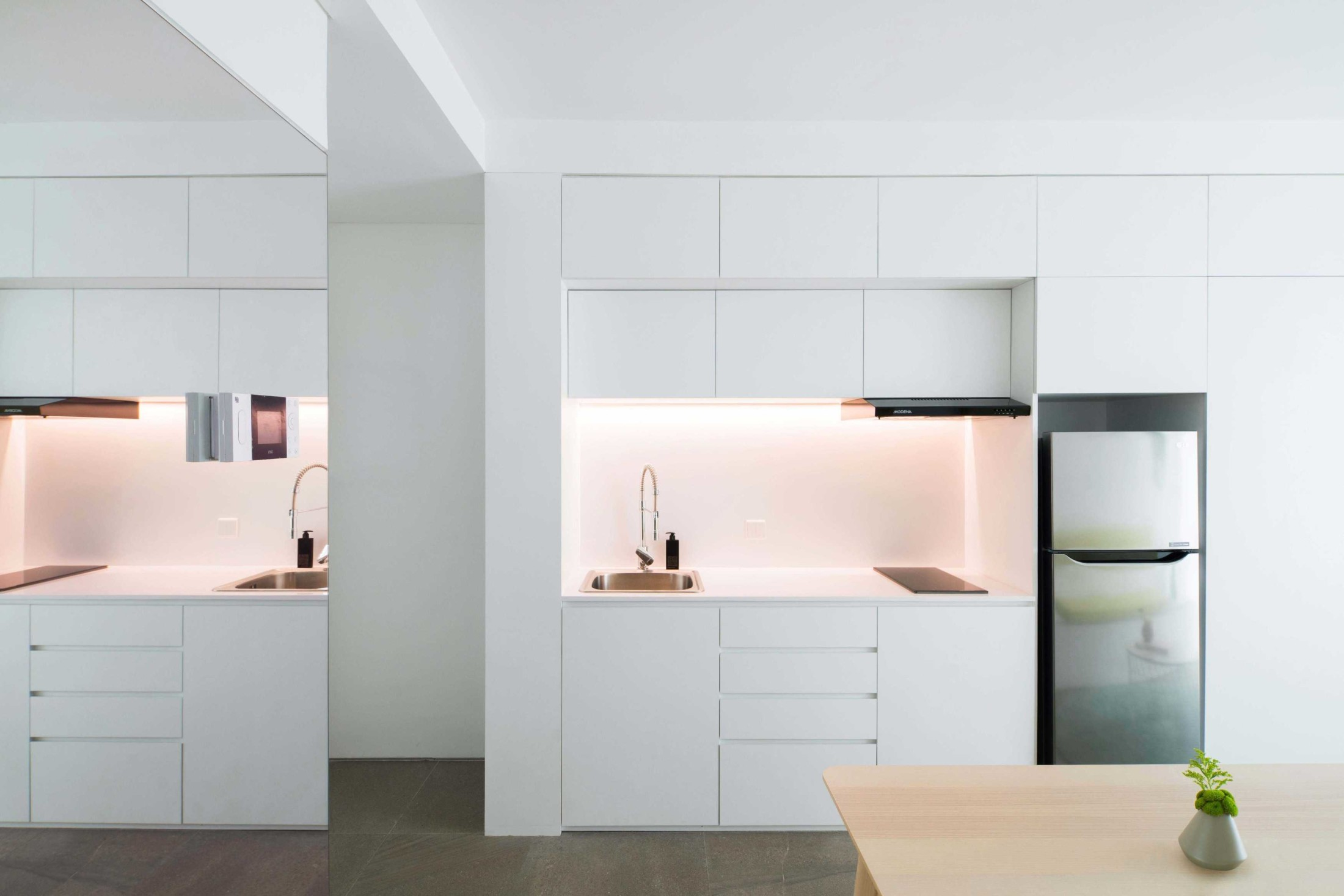 Dapur kecil yang lengkap (Sumber: Arsitag.com)