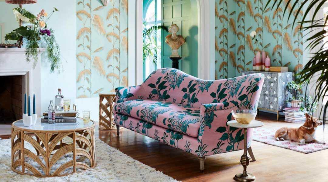 Ruang keluarga dengan corak bunga-bunga yang manis, via thezoereport.com