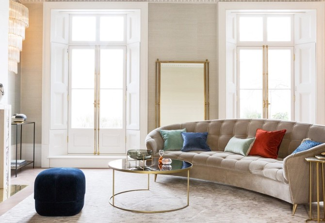 Ruang keluarga mewah bak di lounge (Sumber: amara.com)