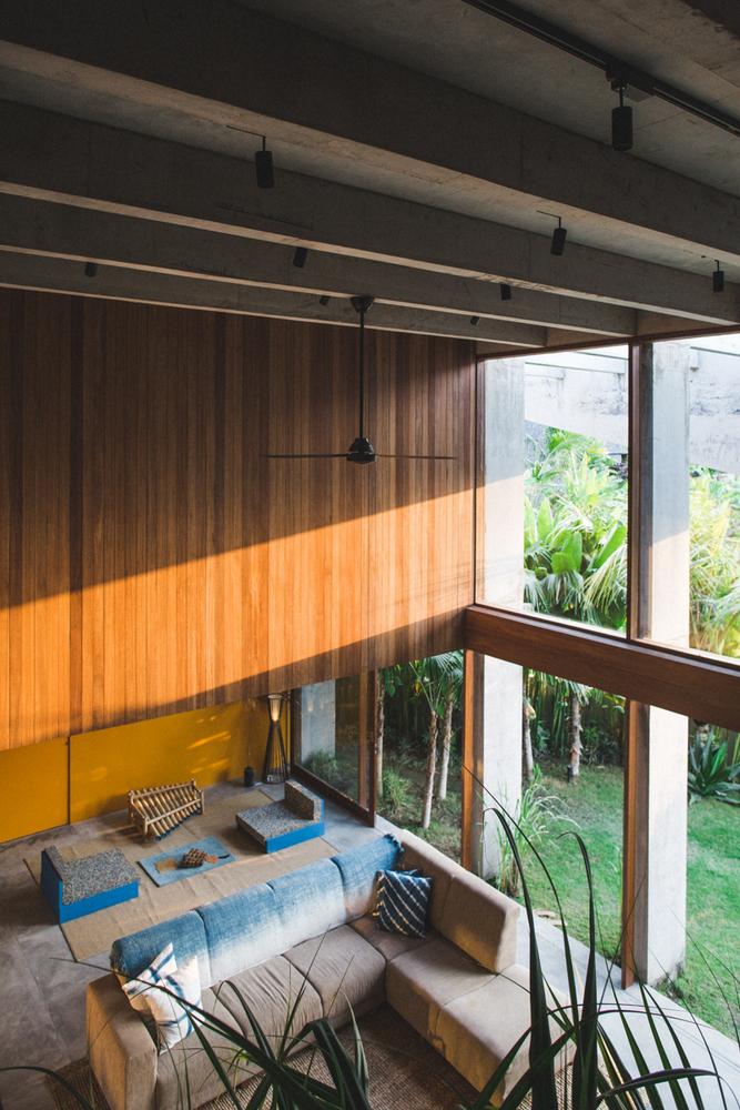 Dinding kaca untuk akses sinar matahari (Sumber: archdaily.com)