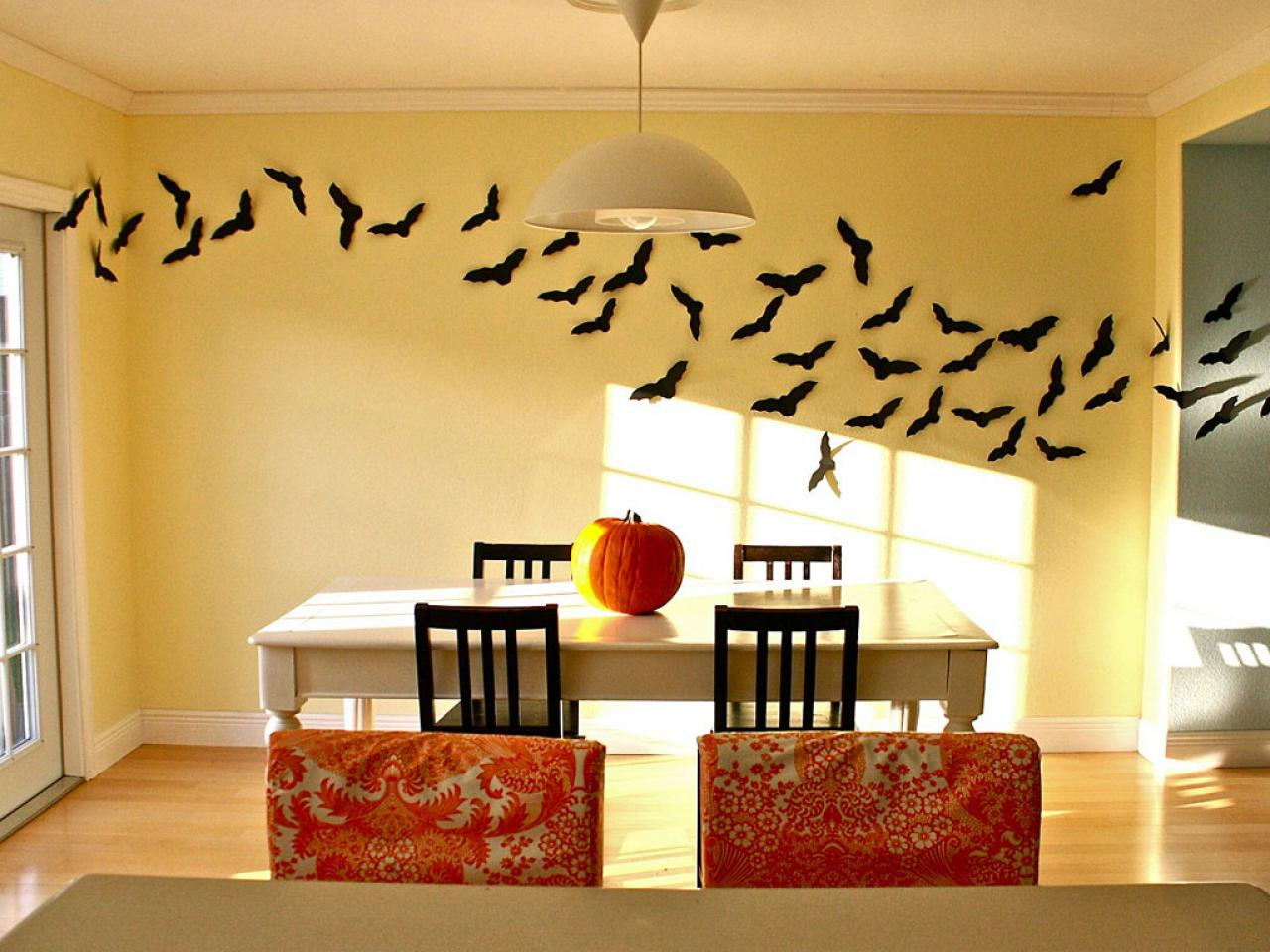 Dekorasi Halloween dengan DIY papercutting (Sumber: hgtv.com)