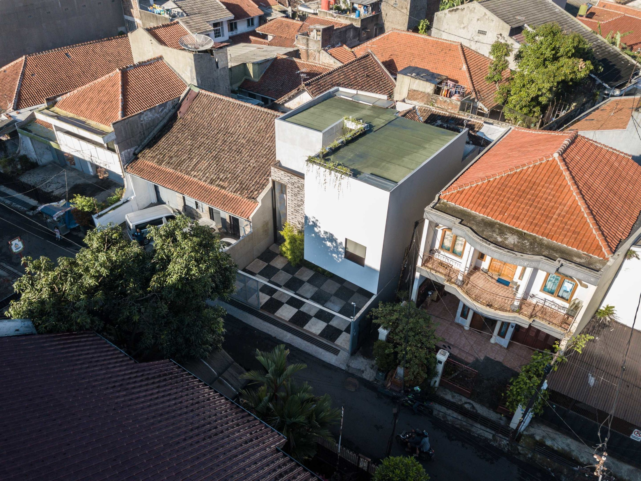 Rumah minimalis dengan permainan garis dan geometri (Sumber: arsitag.com)