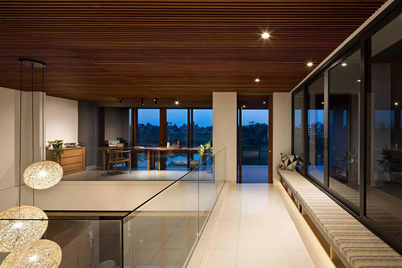 Selasar terbuka di Pitarani House (Sumber: Arsitag.com)