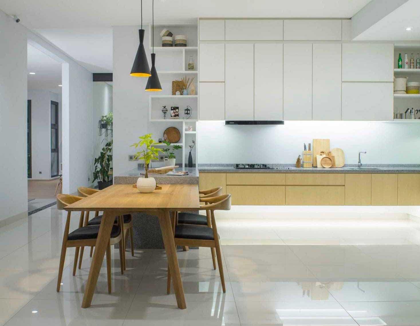 Dominasi warna putih di dapur Pitarani House (Sumber: Arsitag.com)