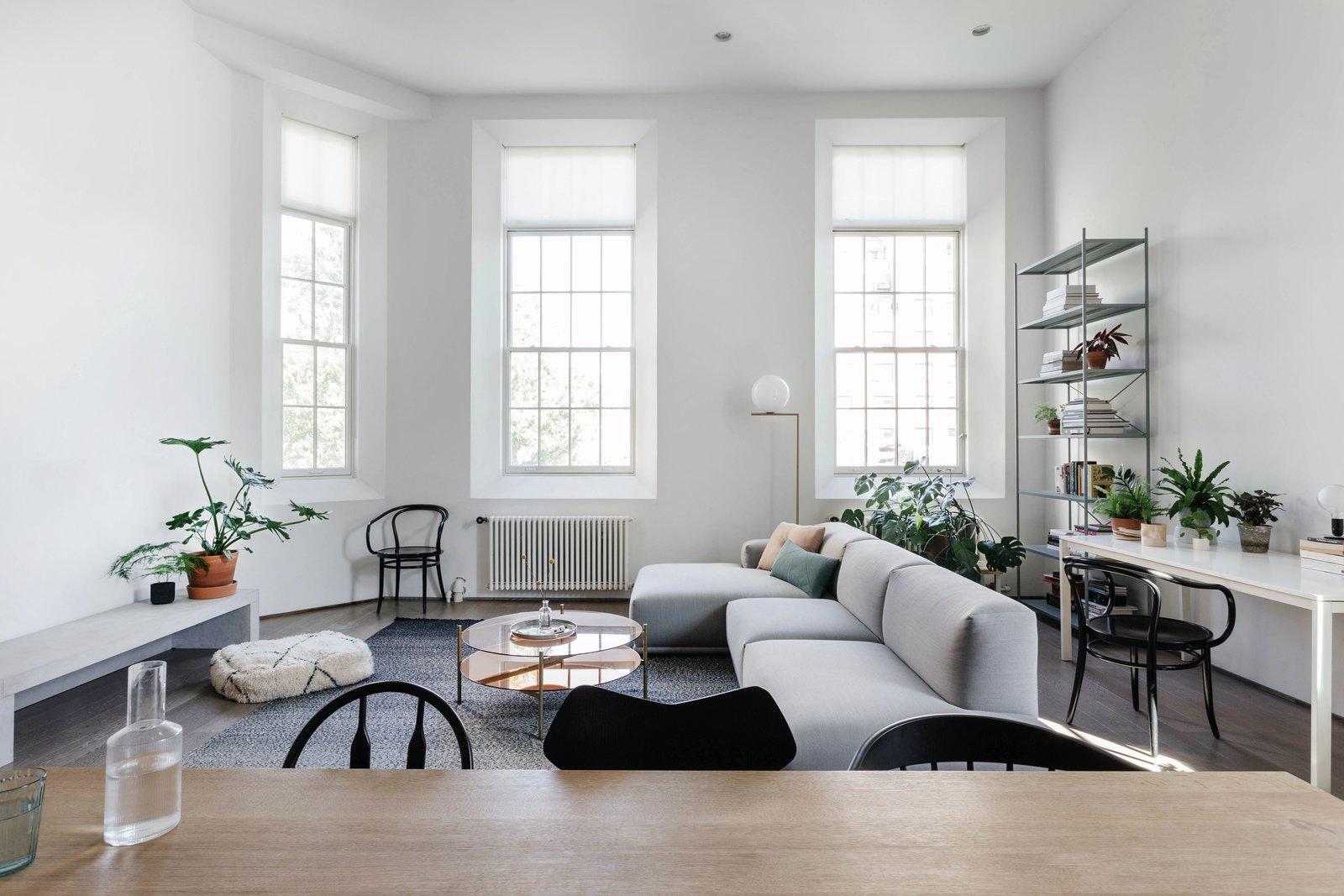 Ruang keluarga yang super nyaman untuk berkumpul (Sumber: dwell.com)