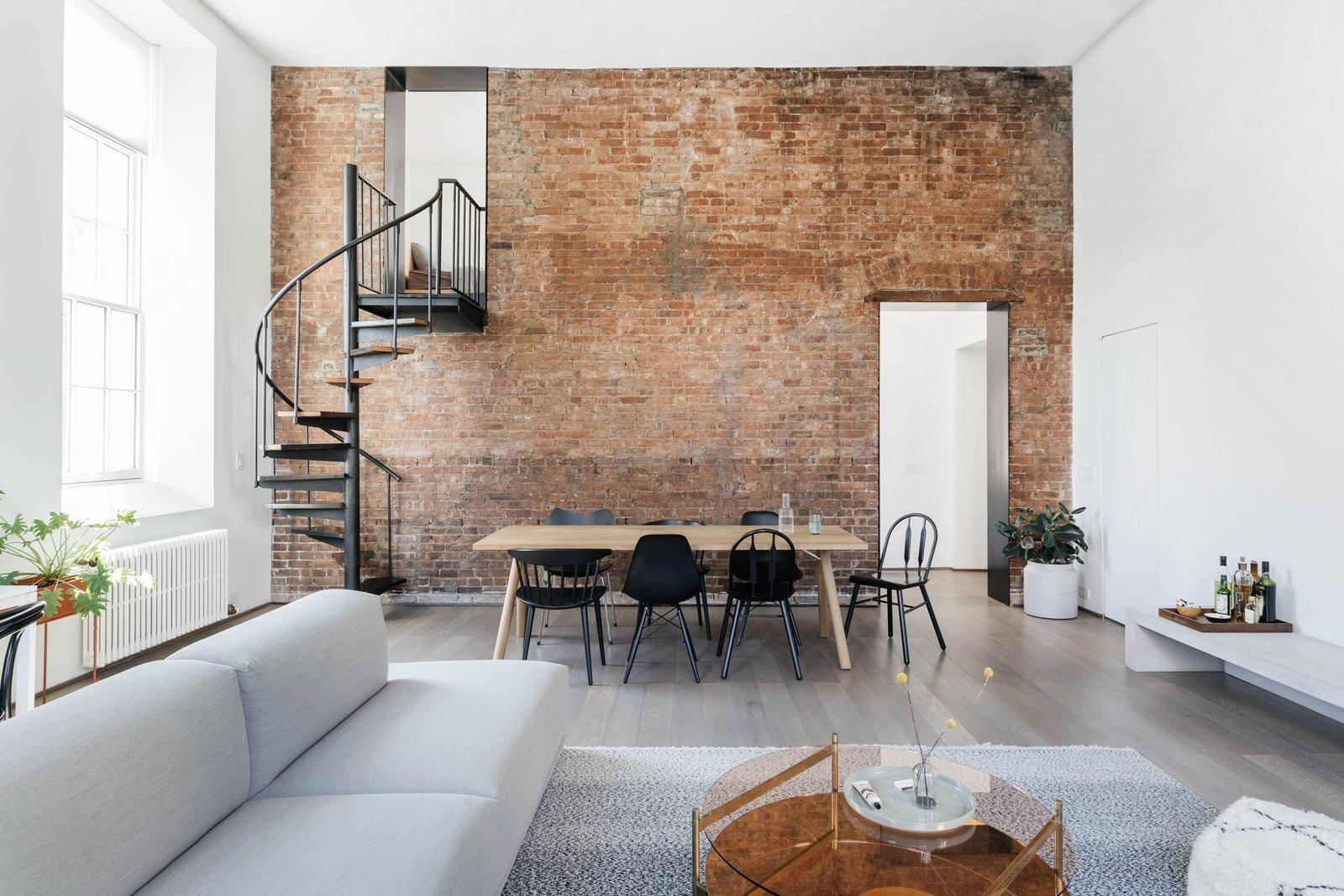 Desain Interior Apartemen Minimalis dengan Sentuhan Natural Kayu dan Batu Bata | Foto artikel Arsitag