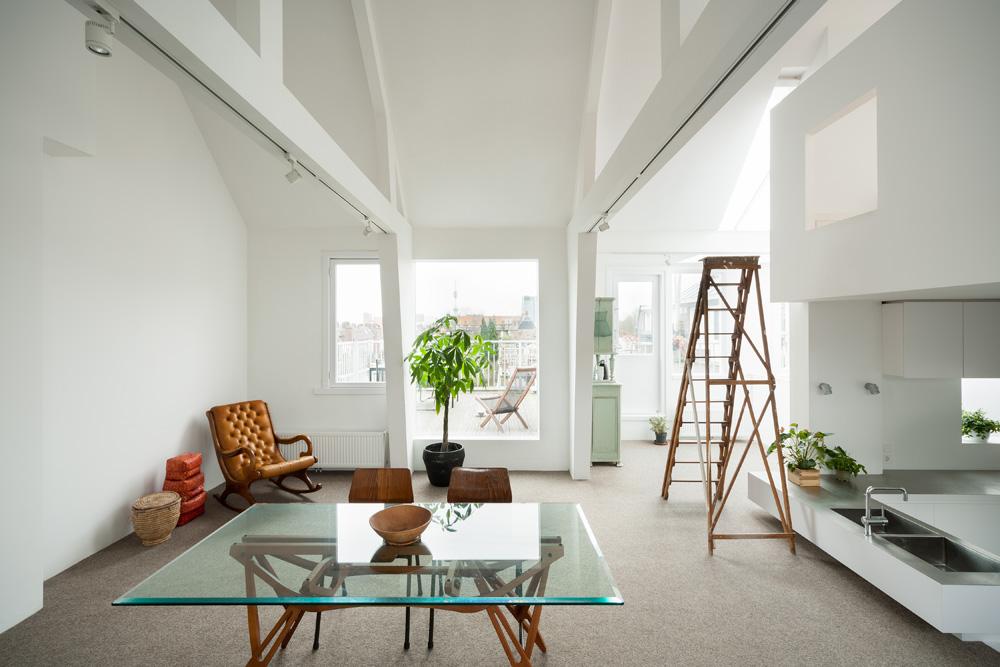 Ruang keluarga dengan konsep terbuka (Sumber: home-designing.com)