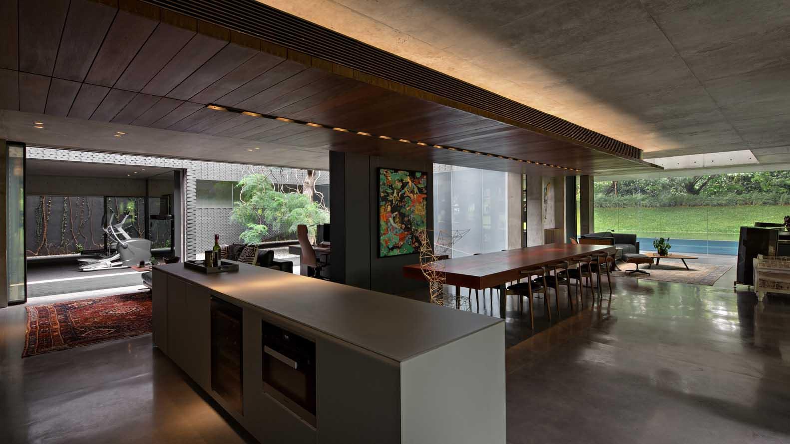 Dapur simpel dan ruang makan yang saling terhubung (Sumber: archdaily.com)