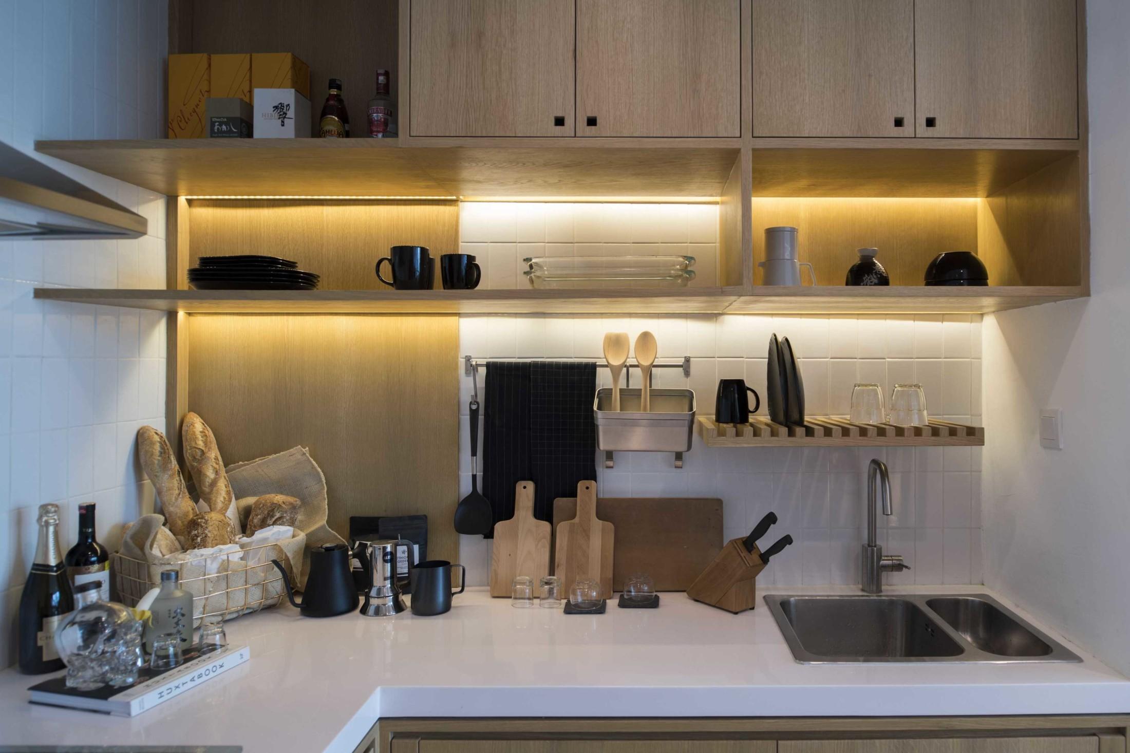 Kitchen set yang rapi untuk dapur yang nyaman dan terkesan luas (Sumber: arsitag.com)