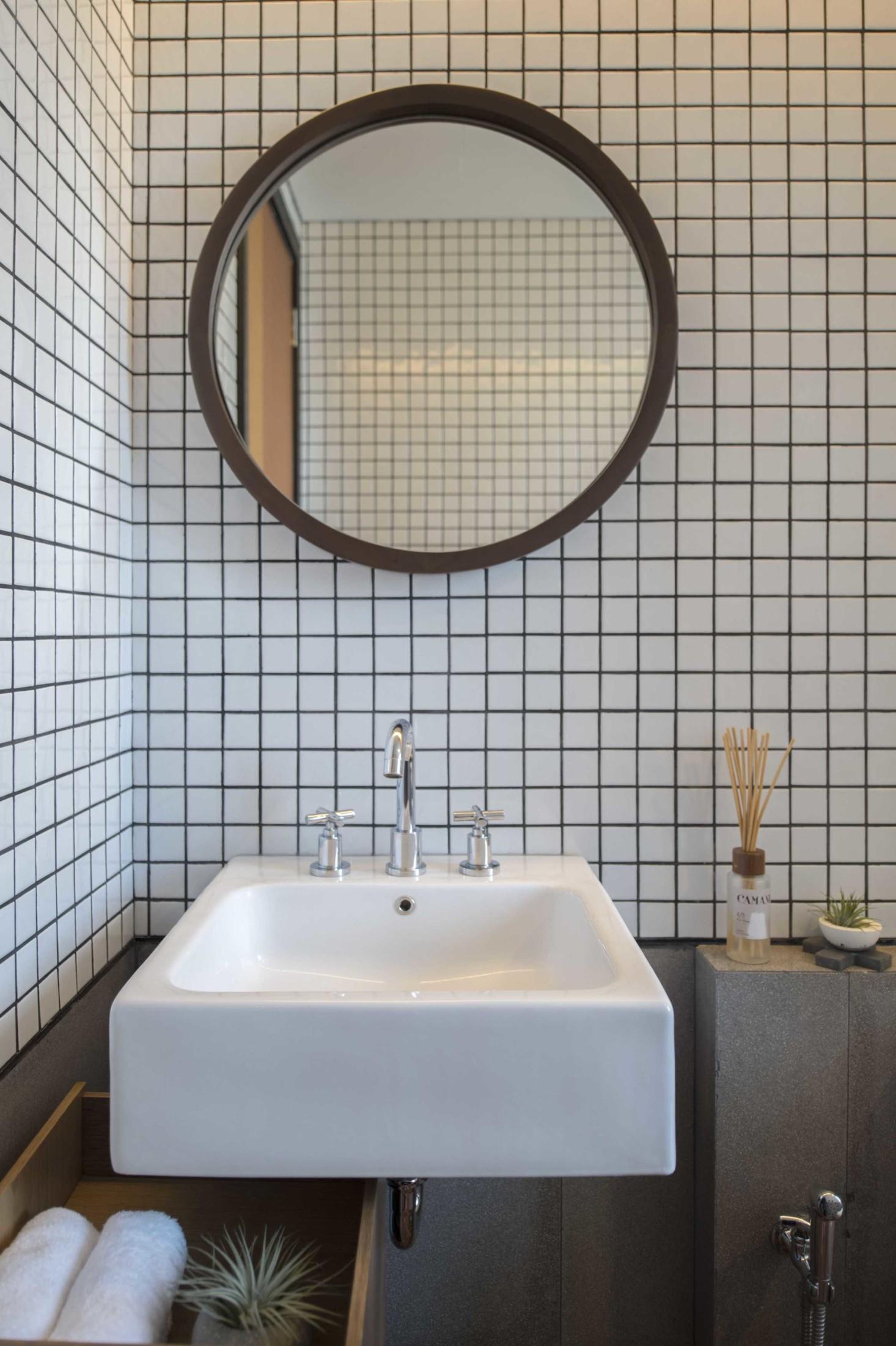 Perpaduan bentuk kotak dan lingkaran menciptakan kesan minimalis yang dinamis (Sumber: arsitag.com)
